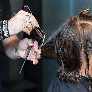 Die Wichtigsten Schnitttechniken Fur Herrenfrisuren Top Hair